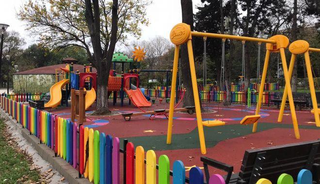 Foto: Locuri de joacă, modernizate de administrația din Constanța