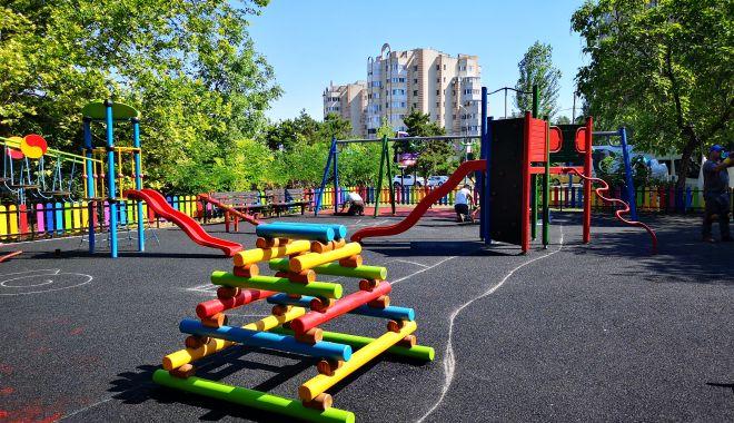 Foto: Locuri de joacă reabilitate, la Constanța!