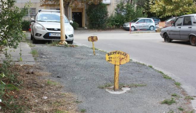Foto: Bătălie pentru locurile de parcare din Constanţa