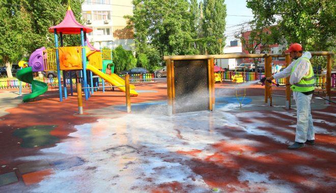 Foto: Locurile de joacă din Constanța, dezinfectate permanent
