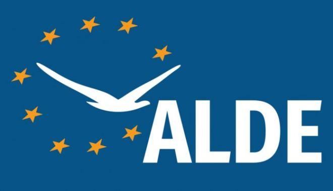 Foto: ALDE ARE NOI MEMBRI, DUPĂ CE DOI DEPUTAŢI AU PLECAT DIN PNL ŞI PMP