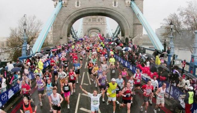 Foto: Un bărbat în vârstă de 42 de ani a murit după ce a participat la maratonul de la Londra