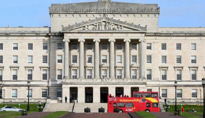 Foto: Londra şi Dublinul vor coopera pentru a pune capăt vidului de putere din Irlanda de Nord