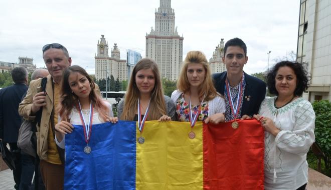 Foto: Burse de merit olimpic internaţional şi pentru elevii care obţin menţiuni la olimpiadele internaţionale