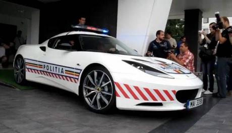 Foto: Lotusul de 75.000 de euro al Poliţiei Rutiere, tras pe dreapta