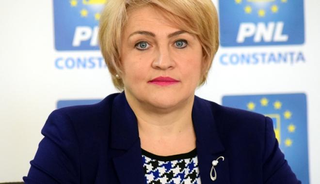 """Foto: """"Dezvoltarea durabilă a României, în special a judeţului Constanţa, este prioritatea mandatului de senator"""""""