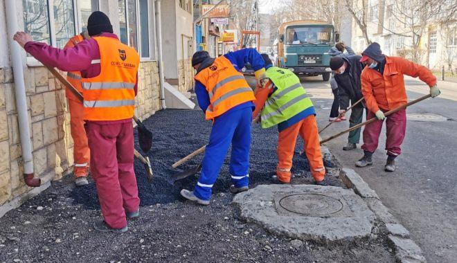Lucrări în mai multe zone ale Constanţei. Se schimbă bordurile şi se asfaltează - lucrari-1615798323.jpg