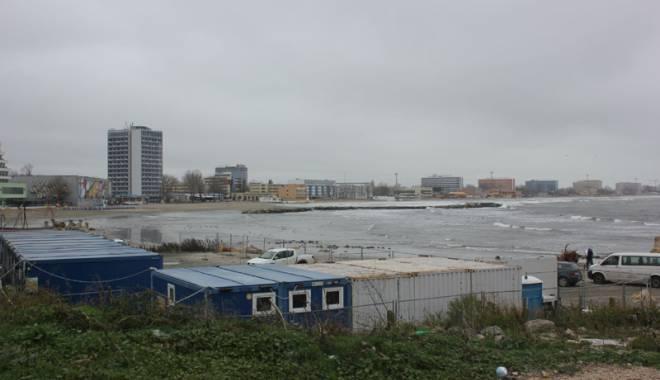 Foto: Galerie FOTO. Plaja din Mamaia, în pericol.  Sezonul estival 2015 ar putea fi compromis
