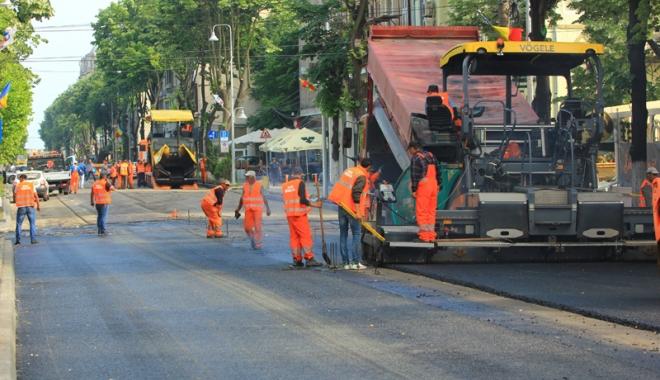 Foto: ŞOFERI, ATENŢIE! Încep lucrările pentru amplasarea separatoarelor de sensuri, între Constanţa şi Mangalia
