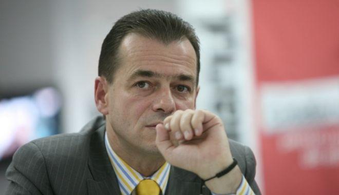 """Foto: Orban: """"După cum vedeţi, la PSD se stă cu cuţitele pe masă sau cu cuţitele în valiză"""""""