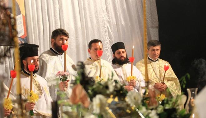 Foto: La Constanţa, Lumina Învierii vine dinspre mare