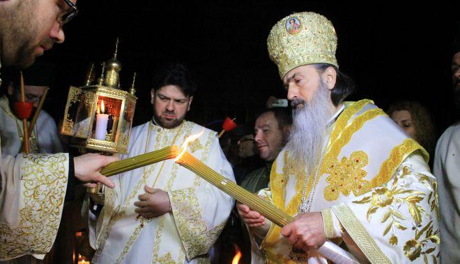 Foto: Constănțenii primesc Sfânta Lumină a Învierii, după o lună de la Paște