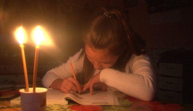 Distribuitorii de energie vor fi obligaţi să acorde despăgubiri pentru întreruperile neplanificate - luminalumanarii4-1623770664.jpg