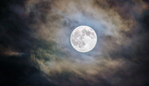 Foto: Descoperire uriașă sub scoarța Lunii. Obiectul se află acolo de 4 miliarde de ani