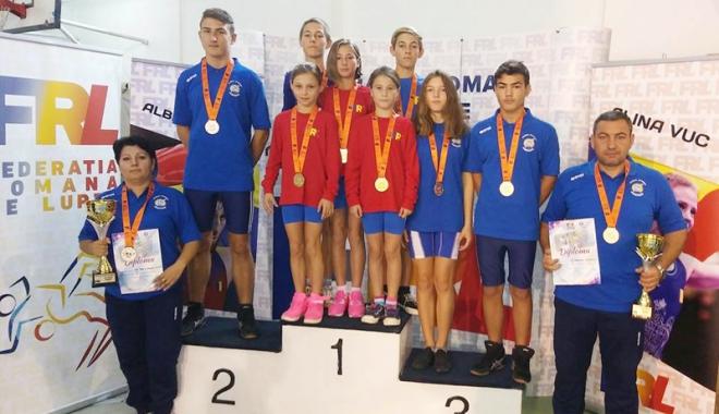 Foto: Tinerii luptători constănţeni, laureaţii Campionatelor Naţionale