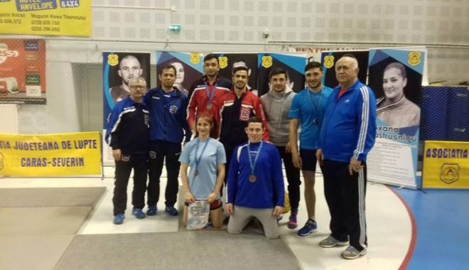 Foto: Luptătorii constănţeni s-au întors victorioşi de la Campionatul Naţional