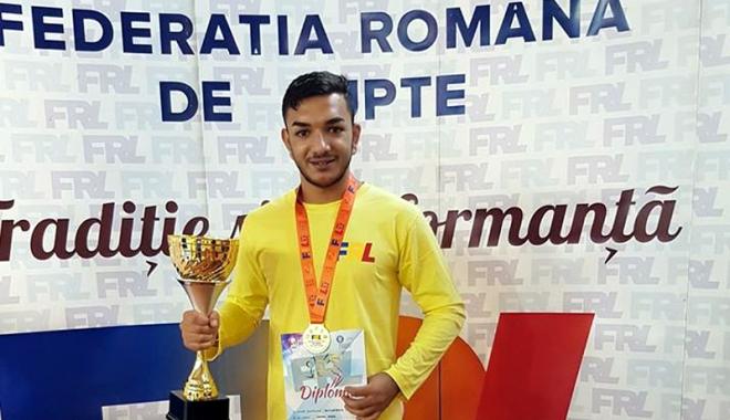Foto: Luptătorii constănţeni, medaliaţi cu aur la Campionatul Naţional pe echipe