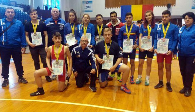 """Foto: Luptătorii de la LPS """"Nicolae Rotaru"""", cinci medalii la Naţionale"""