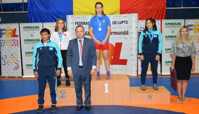 Foto: Luptătorii constănţeni, pe podiumul turneului internaţional de la Bucureşti