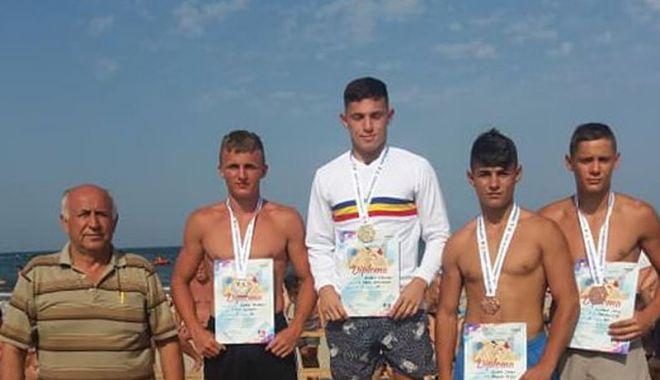 Foto: Luptătorii constănţeni, la înălţime!  Medalii la Naţionale, pe plaja din Mamaia