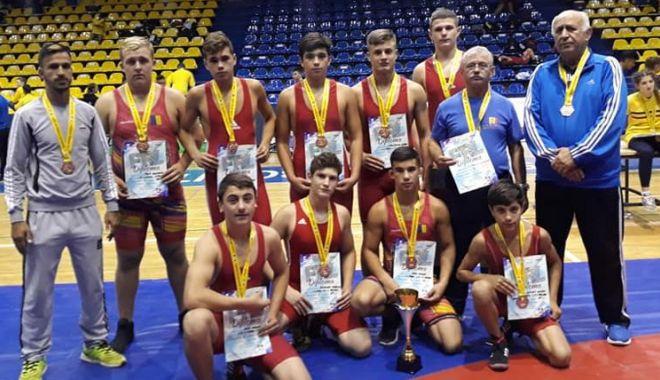 Foto: Luptătorii constănţeni, locul trei  la Campionatul Naţional pe echipe