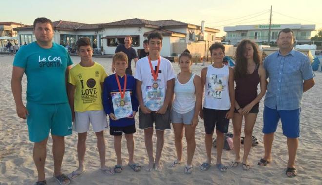 Foto: Luptătorii constănţeni, laureaţi pe nisipul de la Limanu