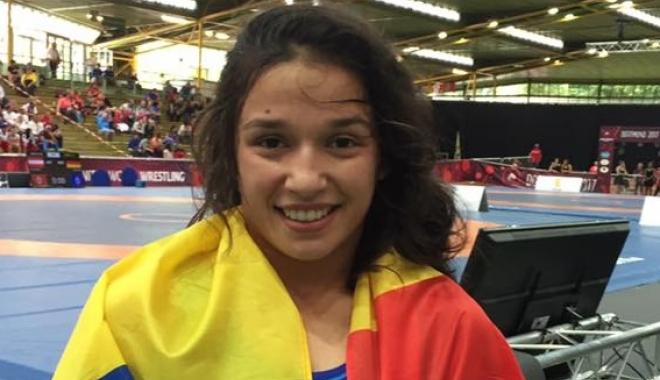 Foto: Două luptătoare din România, pe podiumul Campionatelor Europene de juniori