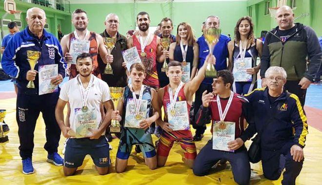 Foto: Luptătorii constănţeni,  pe podium la Cupa României
