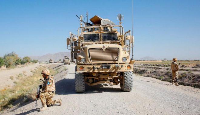 Foto: Doi dintre cei patru militari români răniţi în Afganistan, transferaţi în Germania