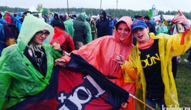 GALERIE FOTO / Un festival de muzică cunoscut s-a transformat într-un potop de noroi - m2m0yzaxmjhhmje3nwixngrkmdc0mjk2-1500275511.jpg