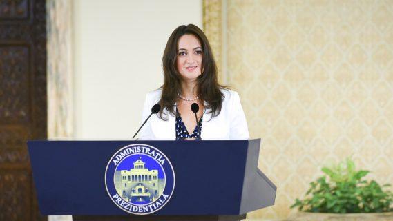 Foto: Mădălina Dobrovolschi, purtătorul de cuvânt al preşedintelui Iohannis, declaraţie de presă la ora 10.00