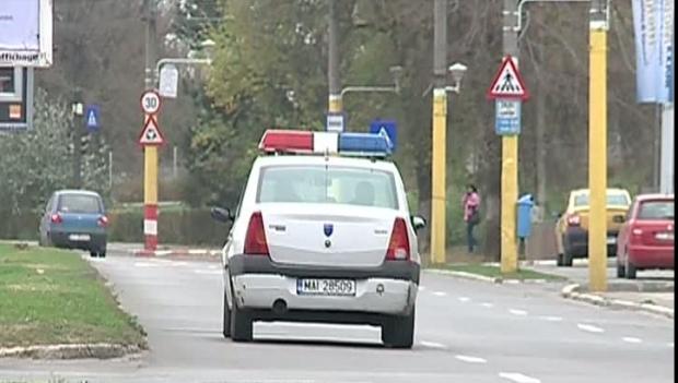 Foto: Un poliţist şi un jandarm au fost atacaţi cu un pistol cu bile pe stradă de un şofer recalcitrant