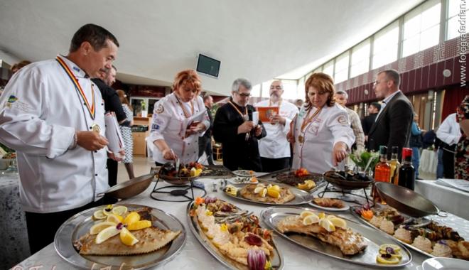 Foto: Măiestrie culinară şi culoare la Festivalul Peştelui şi al Fructelor de Mare