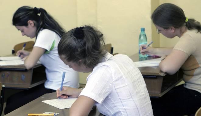 Foto: Mai mare ruşinea învăţământului românesc! Olimpicii îşi plătesc participarea la Bacul special