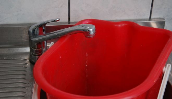 Foto: Mai multe zone din Constanţa, fără apă, până la ora 21