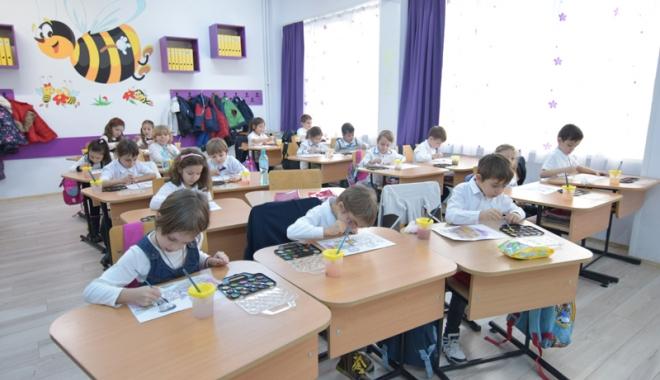 Foto: Mai mulţi bani pentru şcoli. Creşte  costul standard  per elev
