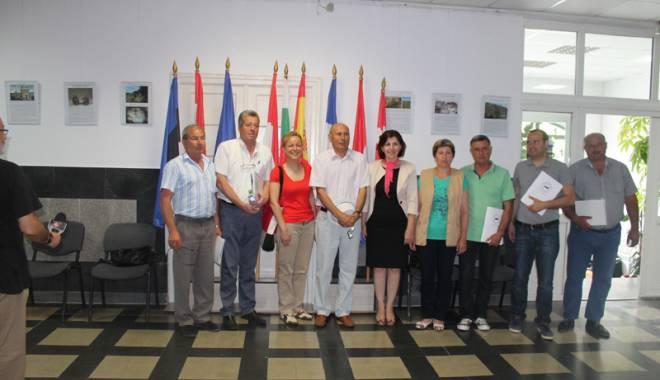 Foto: Mai mulţi primari din judeţul Constanţa  s-au reunit pentru  a dezbate situaţia câinilor fără stăpâni