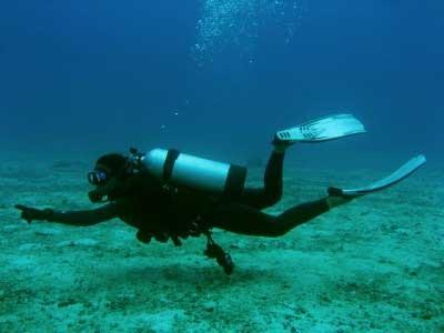 Scafandrii au reînceput căutările bărbatului dispărut în lacul Tașaul - main-1322554873.jpg