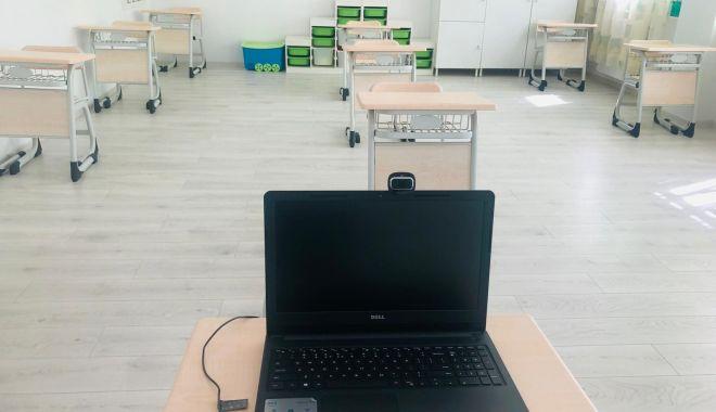 Mâine se redeschid școlile. Mai mult de jumătate din elevi au anunțat că vor veni la pregătire - mainesedeschid-1590995833.jpg