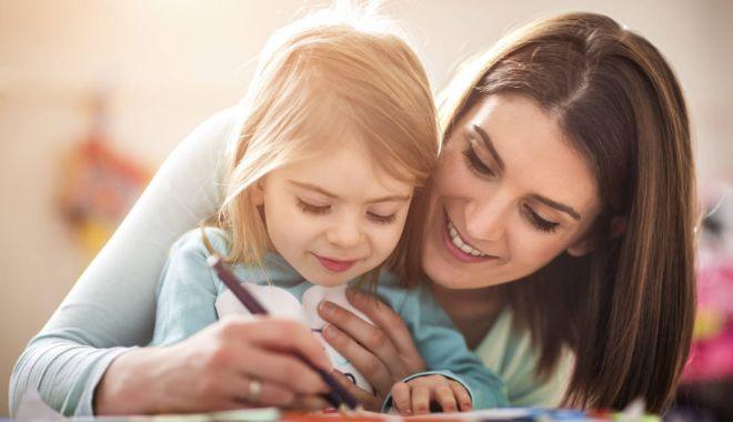 Vârsta de pensionare s-ar putea reduce considerabil pentru mame - mama-1529748000.jpg