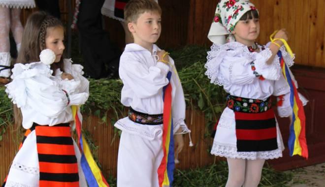 """Foto: Mici artişti din toate colţurile ţării,  la """"Mamaia Copiilor"""" - folclor"""