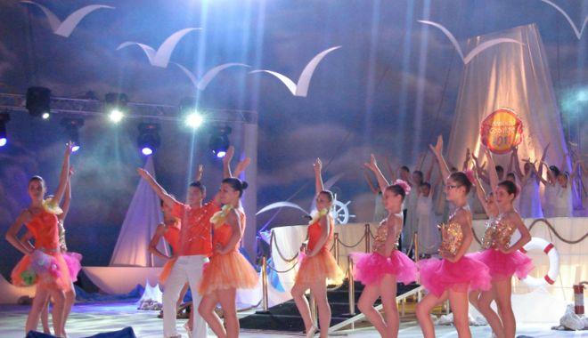 Foto: A început festivalul Mamaia Copiilor! Sute  de copii talentaţi, pe scena de la Cazino