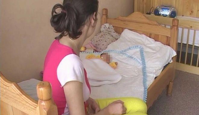 Mamele cu posibilităţi reduse ar putea primi tichete sociale în valoare de 2.000 de lei pentru noul născut - mamaminorascaled-1628002602.jpg