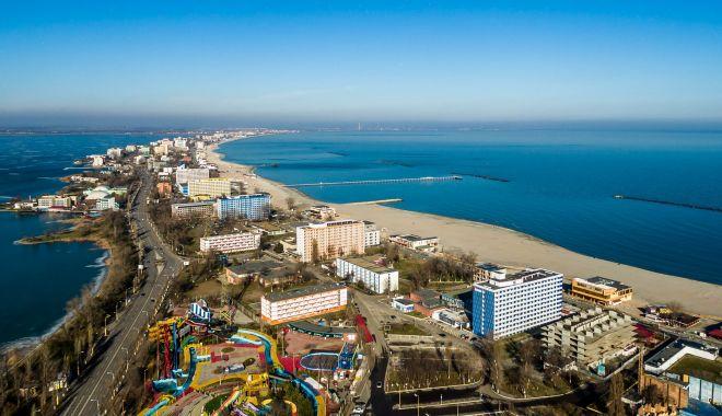 Licitaţie publică pentru închirierea a 12 sectoare de plajă