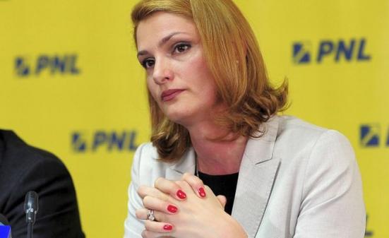 Foto: Ramona Mănescu şi Nini Săpunaru, nominalizările pentru Transporturi - surse