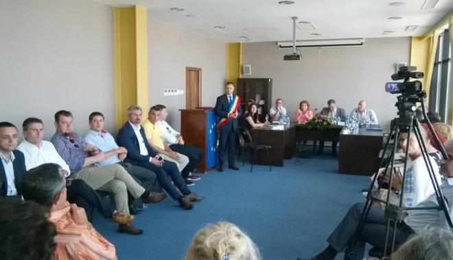 Foto: Fuziunea PMP-UNPR a dat peste cap planurile primarului de la Mangalia, Cristian Radu