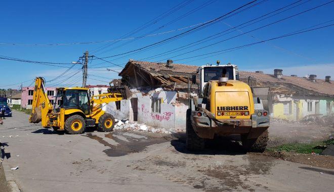 Foto: Primăria Mangalia a demolat încă o clădire insalubră de la marginea orașului