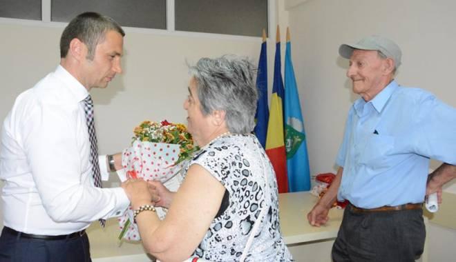 Foto: Primarul Radu Cristian a premiat seniorii oraşului Mangalia