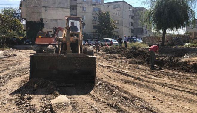 Foto: La Mangalia, a început amenajarea parcărilor de reședință, pe locul fostelor garaje