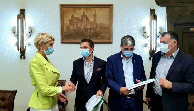 Foto: Primarul Mangaliei, Radu Cristian, a semnat încă trei proiecte cu bani europeni